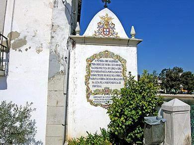 gedenktafel an brücke in tavira